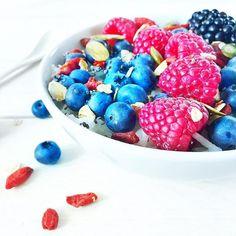 Żyć nie umierać. Dzień dobry! Dziś piątek! Jakie masz plany na weekend? ja planuję odgruzować moje mieszkanie ze wszystkich rzeczy, które są mi tak potrzebne jak dwie dziury w bucie. #bezglutenowe #bezglutenu #sniadanie #śniadanie #dziendobry #smacznego #fitsniadanie #owsiankazowocami #owsiankowelove #owsianka #zdrowesniadanie #maliny #breakfast #blogkulinarny #glutenfreeblog #glutenfreebreakfast #healthybreakfast #goodmorning #fridaymood #oatmeal #oats #porridge #fruitbowl #fruitsbowl Kitchen Measurements, Raspberry, Cereal, Fruit, Breakfast, Anna, Instagram, Food, Morning Coffee