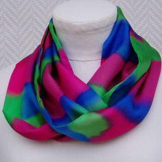 """Echarpe, foulard, snood rose, bleu, vert en soie """"osons la couleur""""peint à la main"""