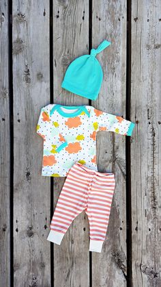 Modern Clouds and Stripes Newborn Coming Home Outfit, Baby Girl, 0-3 mos, Pants, Shirt, Knot Hat