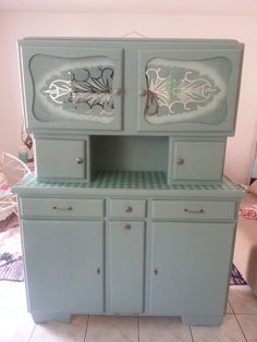 The Fairy Myself: Mado Vintage Furniture, Painted Furniture, Home Furniture, Happy Kitchen, Cozy Kitchen, Country Dining Rooms, Farmhouse Kitchen Cabinets, Cabinet Makeover, Mid Century House