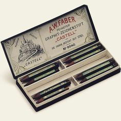"""Historic packaging of pocket pencils """"Castell 9000"""" from 1908! #castell9000 #pencil #pocketpencil #graphite #bleistift #green #sketching #drawing #writing #retro #heritage #fabercastell"""