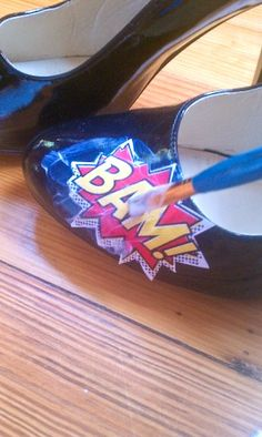 Offbeat Bride featured a pair of comic book shoes. Here's the low down on how to create your own custom shoes for nearly free. Shoe Crafts, Fun Crafts, Comic Book Shoes, Mod Podge Crafts, Do It Yourself Fashion, Offbeat Bride, Cosplay Tutorial, Whimsical Wedding, Shoe Art