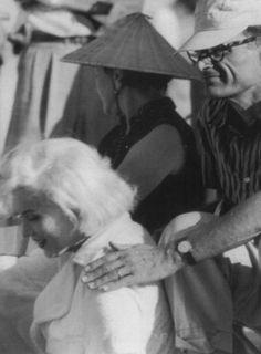 "Marilyn Monroe and Arthur Miller on the set of ""Some Like It Hot"", Some Like It Hot, Guys Be Like, 1950s Movie Stars, Marilyn Monroe Life, The Illusionist, Mafia Gangster, Montgomery Clift, John Huston, Amal Clooney"