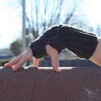 Twist Fingerless Gloves- Free crochet pattern!