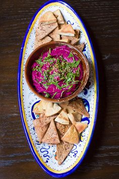 Beet Hummus // lickmyspoon.com