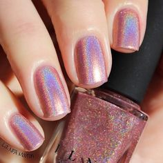 Best Nail Polish Colors of 2019 for a Trendy Manicure Metallic Nail Polish, Glitter Nail Polish, Nail Polish Colors, Gel Nail, Winter Nails, Spring Nails, Trendy Nails, Cute Nails, Hair And Nails