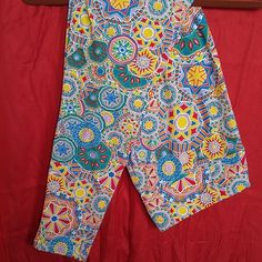 LuLaRoe TC Leggings. Light color circle pattern. LuLaRoe TC Leggings. Light or lighter circle pattern. Oranges, red, yellow, teal, turquoise, green, and white. Not as much green as the darker ones, which gives then a lighter appearance. As well as the colors being a lighter shade. Worn 1X, laundered per LLR instructions. LuLaRoe Pants Leggings