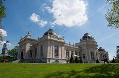 Liège - L'ouverture au public, ce jeudi, du nouveau musée liégeois La Boverie, dans le parc du même nom, est une réussite totale: une heure trente après l'ouverture des portes à 10h, [...]