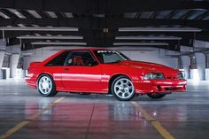 Matt Snow's 1993 SVT Cobra is the ultimate sleeper! Backed by some insane NASCAR power, it looks somewhat stock, but has high horsepower. Saleen Mustang, 1993 Ford Mustang, Fox Body Mustang, Mustang Cobra, Mustang Engine, Car Man Cave, Sexy Cars, Hot Cars, Pony Car