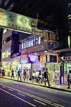 Night in Tsim Sha Shui, Kowloon, Hong Kong, 2014, photograph by Edmund Choy.