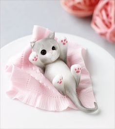 Make this cute little sugarcraft cat decoration that would be ideal for placing on the top of a cake or displaying amongst a party spread. Kitten Cake, Kitten Party, Cat Cake Topper, Fondant Toppers, Cupcake Toppers, Fondant Animals, Clay Animals, Polymer Clay Miniatures, Polymer Clay Crafts