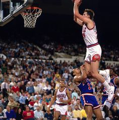 "Tom Chambers--Who says white man can't jump? ""I know I'm not among the many NBA players who people think of as dunkers,'' the Chambers said before the 1987 dunk contest, ''but I've had some good ones. Basketball Rim, Basketball Moves, Basketball Tricks, Basketball Pictures, Basketball Legends, Love And Basketball, Sports Pictures, College Basketball, Basketball Players"