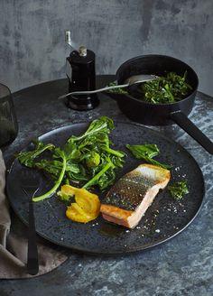Die Eskimo-Diät: Die Eskimos machen es vor: Sie verspeisen traditionell die unterschiedlichsten Fischsorten und bleiben dabei lange fit und gesund. Erfahrt hier, wie die Eskimo-Diät funktioniert.