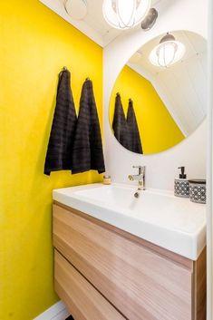 Pesupommi saa vessanpöntön säkenöimään - näin teet itse Bathroom Lighting, Bathtub, Mirror, Furniture, Home Decor, Bathroom Light Fittings, Standing Bath, Bathroom Vanity Lighting, Bathtubs