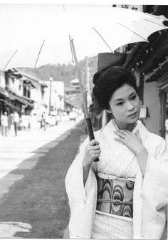 越前竹人形 Japanese Icon, Japanese History, Japanese Film, Vintage Japanese, Japanese Art, Geisha Art, Human Poses, Asian American, Japanese Outfits