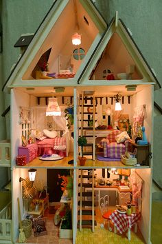 I spent countless hours playing with my dollhouse that my daddy made me when I was a little girl... xo