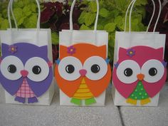 Colorful Owl Birthday Party Favor Bag di christinescritters