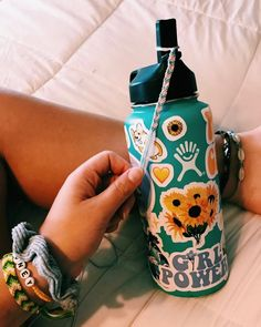 Ever questioned what a VSCO Girl is? Even further, ever wondered which VSCO girl accessory your star sign is? Cute Sticker, Mochila Kanken, Hydro Flask Water Bottle, Cute Water Bottles, Decorated Water Bottles, Make And Sell, How To Make, Summer Aesthetic, Truck Accessories