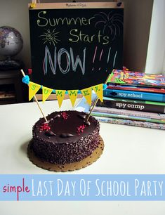 Last day of school party. Also incorporates summer reading program. Making summer books special with reading bucket lists & coupons. Throw an easy last day of school party and promote summer reading while celebrating . Back To School Party, End Of School Year, School Parties, Summer Parties, Summer School, School Fun, School's Out For Summer, Summer Kids, Summer Reading Program