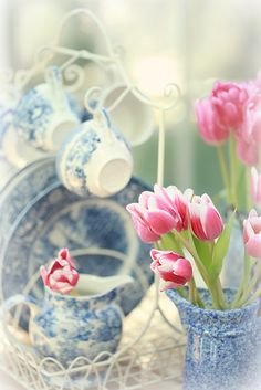 i love pink flowers in blue china