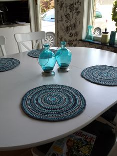 Use a a mandala as a placemat! Free pattern.