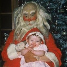Scary Santa In This Picture: Photo of a santa claus fail
