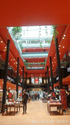 Mitte, Kulturkaufhaus Dussmann, Foyer