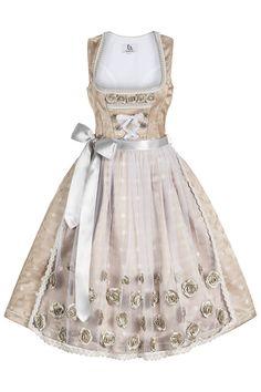 """Das Brautdirndl """"Grazia"""" in Champagner-Silber ist ein edles Hochzeitsdirndl von Bergweiss. Wunderschön und extravagant im Design!"""