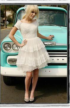 1950's style wedding dresses