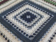 Giant granny square by Daria Nassiboulina (Free pattern with diagram)