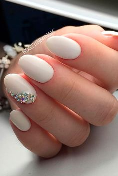 There are three kinds of fake nails which all come from the family of plastics. Acrylic nails are a liquid and powder mix. They are mixed in front of you and then they are brushed onto your nails and shaped. These nails are air dried. Bride Nails, Prom Nails, Fun Nails, Nails For Brides, Chic Nails, Nails For Homecoming, Sparkle Nails, Glitter Nails, Wedding Manicure