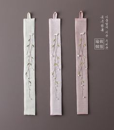 Norigae (hangul: 노리개) traditional Korean accessory, usually looks like tassel, that is hung from a woman's Hanbok coat strings or Hanbok skirt) Embroidery Needles, Embroidery Jewelry, Crewel Embroidery, Hand Embroidery Patterns, Bullet Journal Art, Seed Stitch, Japanese Embroidery, Sewing Art, Bookbinding