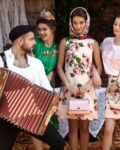 Dolce & Gabbana Online Store, shop on the official store exclusive clothing and accessories for men and women. Dress Bra, Exclusive Clothing, Vintage Inspired Outfits, Big Love, All About Fashion, Chanel Boy Bag, New Outfits, Good Music, Summer