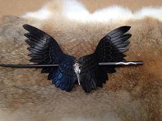 Cuero artesanal Raven pelo Barrette por KongasKreations en Etsy