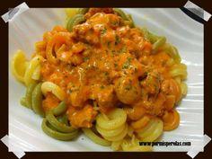Pasta con salsa de piquillo y carne