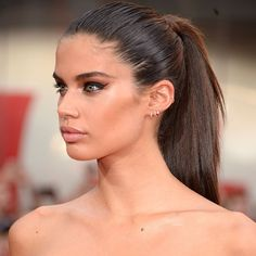 @SaraSampaio's tight ponytail and clean cat-eyes are simple but standout for summer nights. #TodaysBeautySecret
