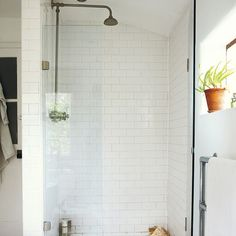 http://www.housetohome.co.uk/house-tour/picture/take-a-look-inside-this-eclectic-victorian-terrace-in-london/8 Like this shower head.