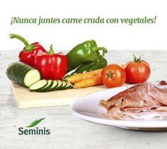 Evita la contaminación cruzada.  Mantén siempre la #carne, #pollo o #mariscos crudos separados de tus #vegetales para evitar enfermedades. #Seminis #Tip