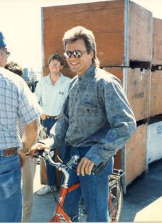 Richard Dean Anderson on the set of MacGyver