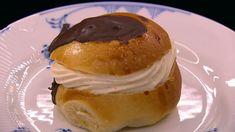 Fastelavnsboller med remonce og vaniljecreme  er en lækker dansk opskrift fra Go' morgen Danmark, se flere dessert og kage på mad.tv2.dk