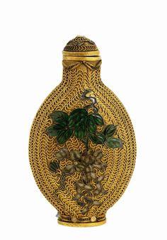 suchasensualdestroyer: China, Snuff Bottle, enamel/gilt metal, c. mid-20th c