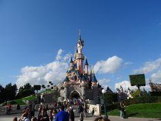 Vale a pena ir à Disneyland Paris? Veja aqui como é passar o dia por lá...