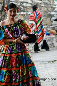 Parachicos, traditional dancers from Chiapa de Corzo, Chiapas, Mexico, who dance on the streets of the town during the annual Great Feast festivity (January) by Jorge Ojeda Badenes Mexican Fashion, Mexican Style, Mexican Girls, Folklore, Folk Costume, Costumes, Mexican Heritage, Beauty And Fashion, Mode Boho