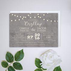 Personliggør dit bryllup med en flot invitation fra www.cloudcelebration.dk. Print din egen bryllupsinvitation og spar mange penge.  Bryllupsinvitationerne kommer med mange forskellige designs som passer til hvert bryllup. Her ses en invitation med flotte string lights.