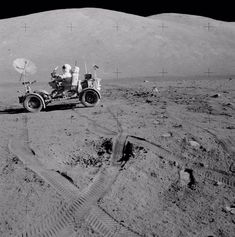 Space Facts Apollo 17 Lunar Roving Vehicle on the Moon - Apollo Space Program, Nasa Space Program, Moon Missions, Apollo Missions, Cosmos, Programa Apollo, Space Race, Man On The Moon, Space Photos