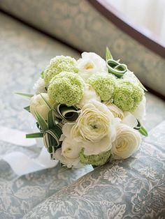 ランコントレ 丸い形の花を集めて大人の可愛さを表現