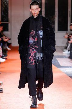 Yohji Yamamoto #VogueRussia #menswear #fallwinter2018 #YohjiYamamoto #VogueCollections