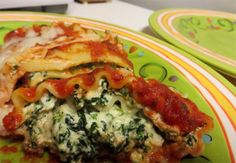 No need to make a huge pan of lasagna. Make these individual lasagna rolls instead. Home and Garden Digest.com http://www.homeandgardendigest.com/spinach-lasagna-roll-ups/