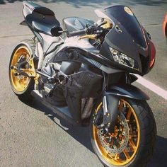 Nice!!! Honda Sport Bikes, Triumph Bikes, Honda Motorcycles, Gp Moto, Moto Bike, Mt 09 Yamaha, Ninja Bike, Yzf R125, Custom Sport Bikes