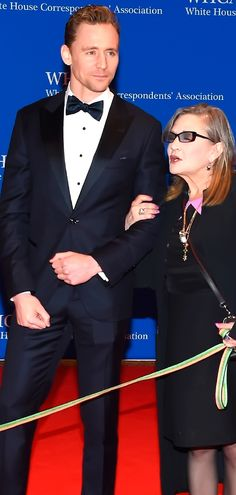 Tom Hiddleston and Carrie Fisher attend the 102nd White House Correspondents' Association Dinner on April 30, 2016 in Washington, DC. Full size image: http://ww3.sinaimg.cn/large/9dd07e7djw1f3fod98fkuj21kw1891kx.jpg Source: Torrilla, Weibo